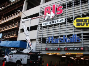 commercial sign maintenance