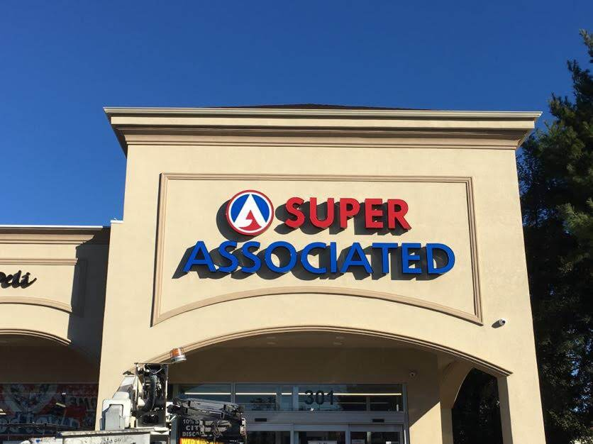 Channel Letter Signs – Long Island New York Super Associated Market
